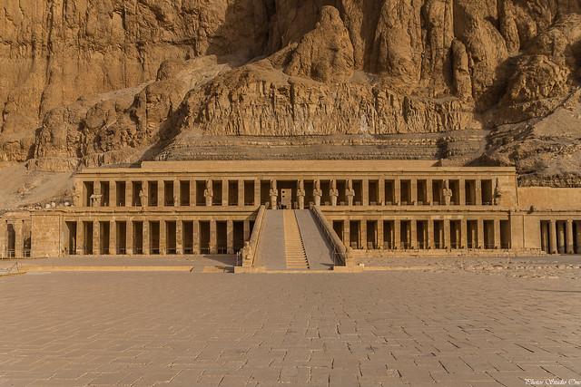 Deir el-Bahari, Le temple funéraire de la reine Hatchepsout (XVIIIe dynastie, Nouvel Empire)