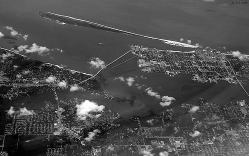 zeesstof aerial aerialview viewfromwindow windowseat flight commercialflight united unitedairlines island deerisland biloxims mobilealtohoustontx monochrome oceansprings mississippi unitedstates usa
