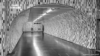 Lisbon, Portugal: Saldanha metro station (Yellow [Linha Amarela] Line). Passage to Red Line.