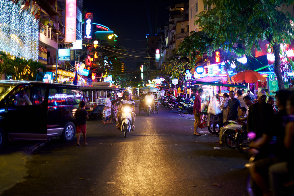 Nightlife on a busy tourist street in downown Phnom Penh, … | Flickr