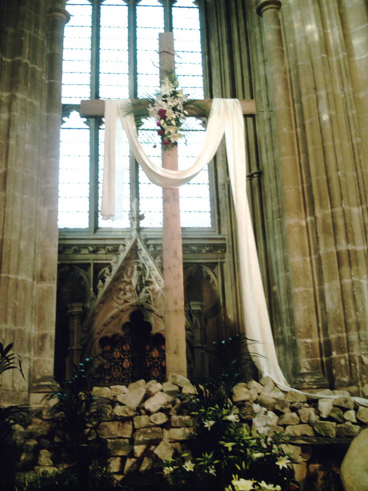 Chilham to Canterbury Easter Cross inside Canterbury Cathedral. D.Allen. Vivitar 5199 5mp
