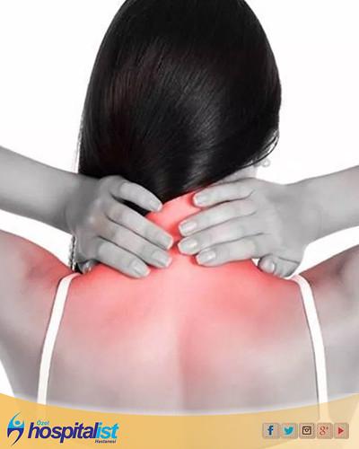 Boyun fıtığı boyun bölgesinde bulunan omurlar arasındaki disklerin çeşitli nedenler ile deformasyona uğraması olarak tanımlanmaktadır. Diskleri çevreleyen jelatin dokunun yırtılması ve bunun sonucunda omurların baskılanmasıyla gelilşen boyun fıtığı kişide
