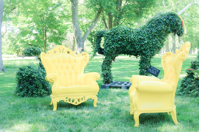 For a reason or not, all the sofas in the garden are upholstered with yellow leather.