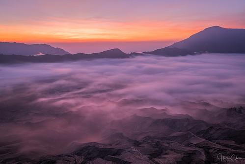 tamannasionalgunungbromotenggersemeru crater landscape dawn indonesia java volcano valley mountbromo surreal sunrise layers ash foggy rim misty pumice laharplain sukapura jawatimur id