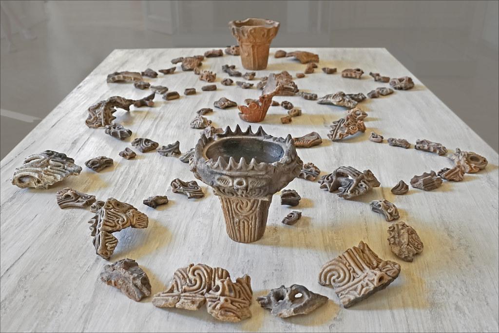 Fragments de poteries de la culture Jômon (exposition Fukami, Paris)