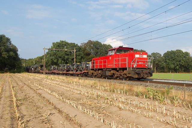 DB 6417 trekt beladen legertrein door Putten