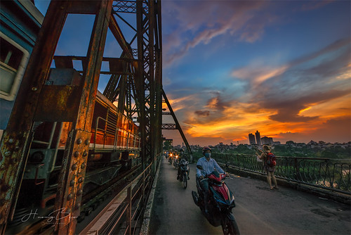 hoànghôncầulongbiên cầulongbiên sigma1224mm sonyirce7r city travel longbienbridge photography beautiful colorful bridge train sky clouds sunset