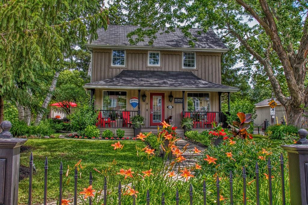 Kleinburg Ontario - Canada - The Kaiser House - Remax Offi