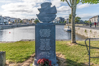 MONUMENT COMMEMORATING EIGHT CLADDAGH FISHERMEN WHO LOST THEIR LIVES [IN MAY 1902]-141689