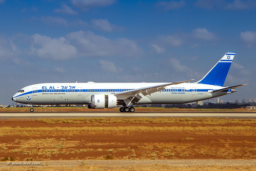 It's fun to vary from time to time... El Al new Boeing 787-9 Dreamliner retrojet paint Celebrate the airline's 70th anniversary. © Nir Ben-Yosef (xnir) | by xnir