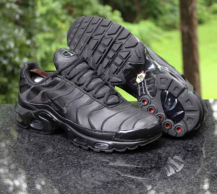 Nike TN Air Max Plus Triple Black AJ2029 001 Men's Running