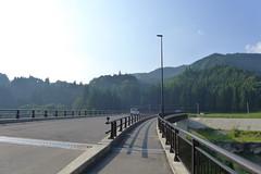 2011年7月豪雨では国道の橋が流されたので、場所をずらして架け替えられた。写真は架け替えられた後の二本木橋