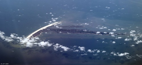 zeesstof aerial aerialview viewfromwindow windowseat flight commercialflight united unitedairlines mobilealtohoustontx island catisland mississippi gulfofmexico gulfport unitedstates usa