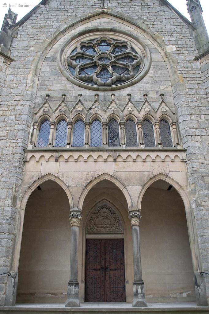 Koristeellinen ikkuna ja pylväitä Marienburgin linnassa