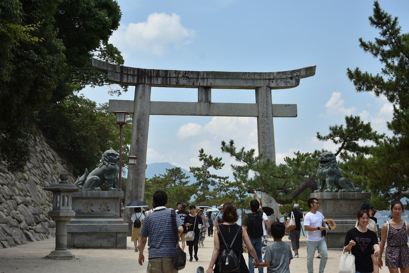 Miyajima - torii à l'entrée d'Itsukushima-jinja