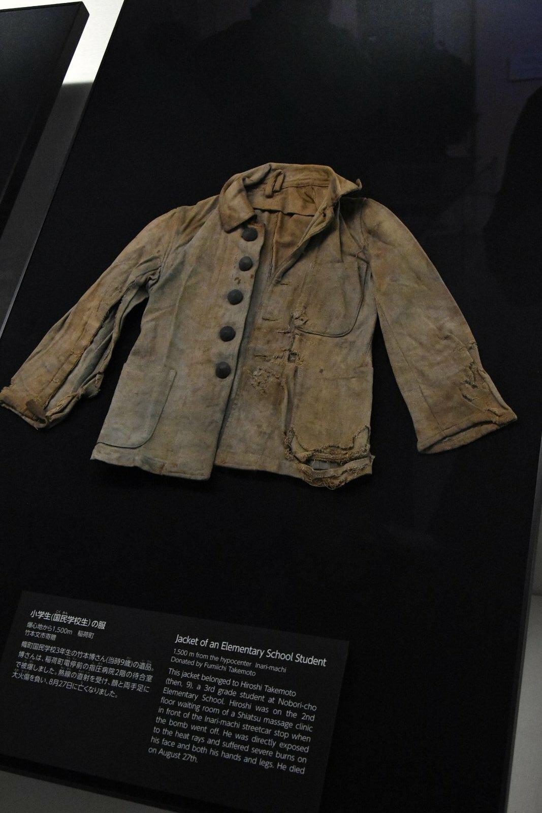 Hiroshima - Musée mémorial de la paix - uniforme d'enfant de maternelle