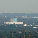 ThyssenKrupp Stahl in Bochum-Wattenscheid und im Hintergrund die Ruhr-Universität Bochum vom Tetraeder aus gesehen - Entfernung zum Gebäude von ThyssenKrupp Stahl circa 15 Kilometer, die Ruhr-Universität Bochum ist rund 23 Kilometer entfernt
