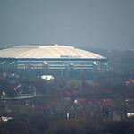Blick auf die Arena in Gelsenkirchen-Schalke vom Tetraeder aus gesehen - Entfernung circa acht Kilometer