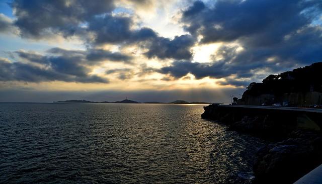 DSC_0851 . Coucher de soleil sur les Iles du Frioul  . Archipel situé à 2.7 km au large du quartier d'Endoume à Marseille (13) .