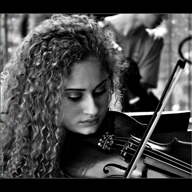 Retrato - Ariane Leite e seu Violino Fotos: Marcus Cabaleiro Site: https://marcuscabaleirophoto.wixsite.com/photos  Blog http://marcuscabaleiro.blogspot.com.br/   #marcuscabaleiro #santos #sp #brasil #violino #arianeleite #instrumento #imagem #arte #nikon