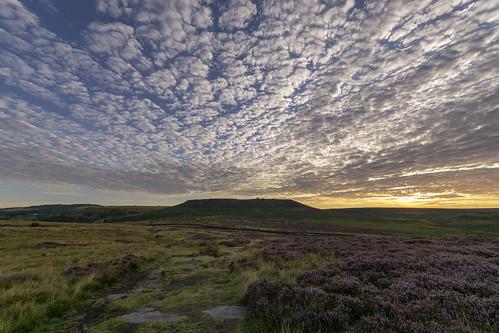 landscape derbyshire peakdistrict darkpeak goldenhour sunrise hathersagemoor higgertor heather moorland cloudscape clouds burbagevalley burbageedge dawn