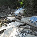 Überreste eines Wohnwagens, der vom Sommerhochwasser 2007 in der Heisinger Ruhraue angeschwemmt worden war