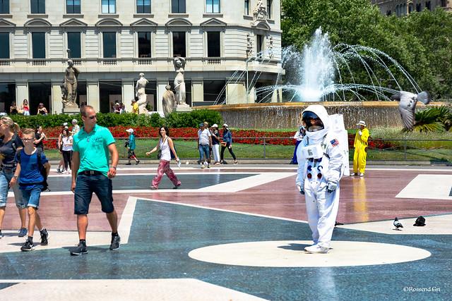 Astronauta a la Plaça de Catalunya