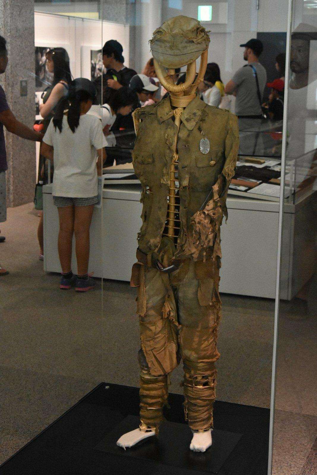 Hiroshima - Musée mémorial de la paix - uniformes scolaires