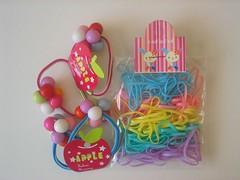 Aeoy me envió adornos tailandeses de pelo para hacer stitdch markers!