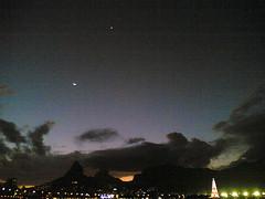 O outro ponto brilhante é Vênus