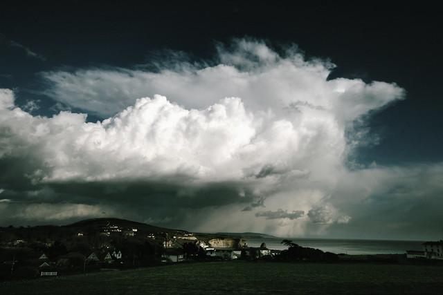 Amazing weather - Freshwater Bay, Isle of Wight - Cumulonimbus capillatus ?
