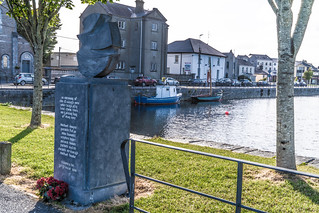 MONUMENT COMMEMORATING EIGHT CLADDAGH FISHERMEN WHO LOST THEIR LIVES [IN MAY 1902]-141690