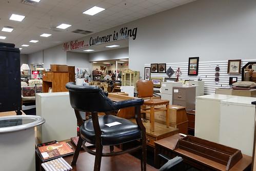 cedarrapidsiowa stuffstore stuffetc consignmentshop secondhandshop useditems inside furniture customerisking wall view 2018 sonyrx100v thrift store