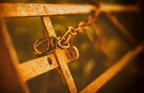 scotland auldhouse gate rust country chain rusty