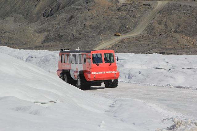Snowcoach, Canada.