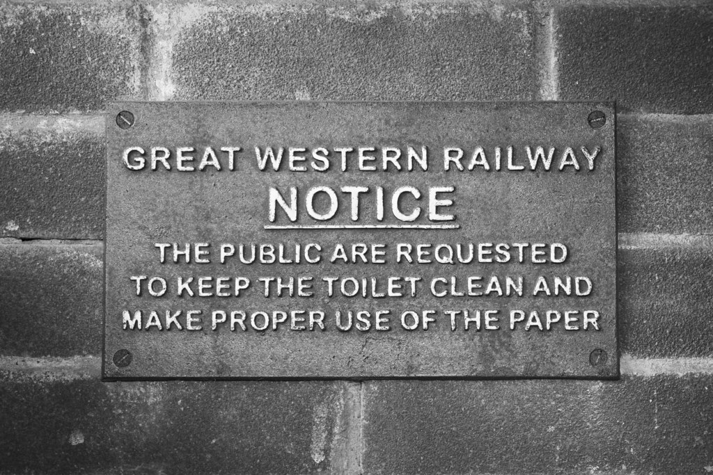 Toilet etiquette | Jeremy Segrott | Flickr