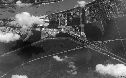 zeesstof aerial aerialview viewfromwindow windowseat flight commercialflight united unitedairlines mobilealabamatohoustontexas almedia louisiana interchange i310us61 kenner unitedstates usa