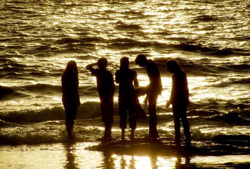 debmayamukherjee canonsx120is bandra mumbai sunset dusk silhouette friends