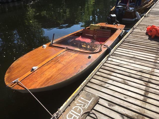 1972 Hölzernes Motorboot von VEB Schiffsreparaturwerften Berlin Betriebsteil Werft Brandenburg (Havel)-Plaue bei Bootsverleih Holzbootcharter Franz-Ziegler-Straße 28 in 14776 Brandenburg/H.