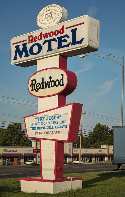 _LCH2831_Route 66_Springfield Missouri_Redwood