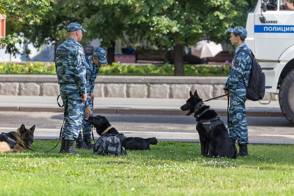 Russian police officers with police dogs | Marco Verch | Flickr