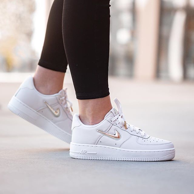 Nike Wmns Air Force 1 07 Premium Lx