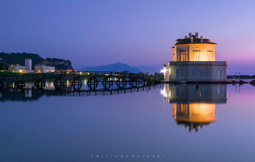 tramonto sunset sera evening luci lights casina museum museo napoli bacoli nikon d3100 lago lake fusaro reflection riflesso water acqua purple viola blu blue