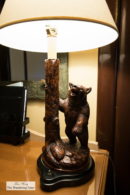 Bear lamp to keep in the forest theme of the hotel