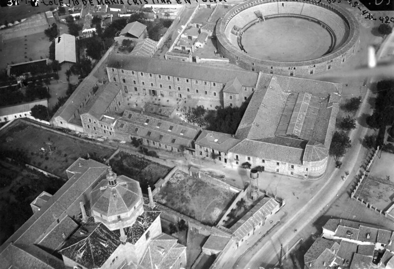 Hospital de San Lázaro (Colegio de María Cristina) antes de 1936. Fotografía aérea de Toledo. Centro cartográfico del Ministerio del Ejército.