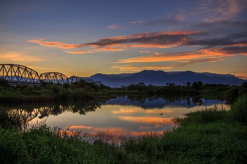 sunrise 日出 雲彩 晨曦 晨彩 大樹區 舊鐵橋 倒影 reflection 6d ef1635mm 火燒雲