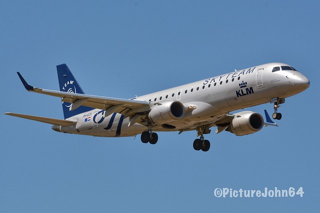 "Special Livery: KL1854 KLM Cityhopper Embraer 190 (PH-EZX) ""Skyteam"" livery from Düsseldorf arriving at Schiphol Amsterdam"