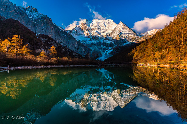 Xiamnairi mountain and Zhuomalacuo lake