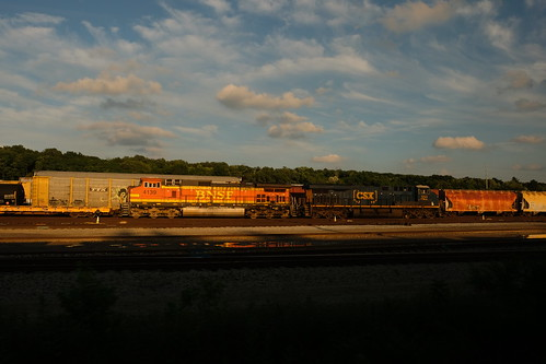 fuji fujifilmxt2 xt2 fujixt2fuji 2018july 2018dan gakenphoto by dan train bnsf4139 bnsf burlingtonnorthernsantafe santafe bnsfrailway railway railyard freightyard yard sunset goldenhour fujixt2 photobydangaken dangaken summer 2018 summer2018 travelbytrain vacation rail railroad fromthetrain amtk amtrak nschicagoline reflection csx csxt csx950 csxt950