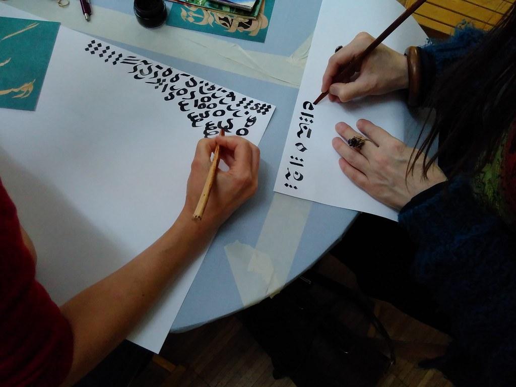 Die Meisterin der Kalligraphie, Robabeh Hosseinpour, war am 23. Juni 2018 im Kunsthaus Erfurt und gab einen Einblick in die Geschichte der iranischen Kalligraphie, einer Kunstform mit einer mehr als 1400 jährigen Geschichte.